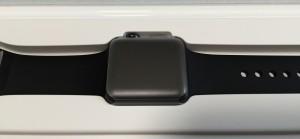 Apple Watch Sport 38mmスペースグレイアルミニウムケースとブラックスポーツバンド